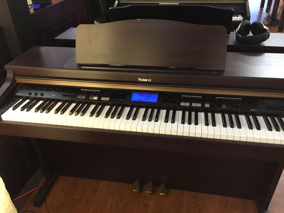 used roland kr103 dark rosewood digital piano for sale schmitt music. Black Bedroom Furniture Sets. Home Design Ideas