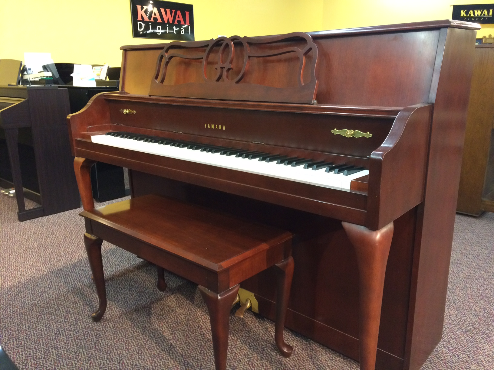 Used yamaha m500 queen anne 1998 upright piano schmitt music for Yamaha piano upright