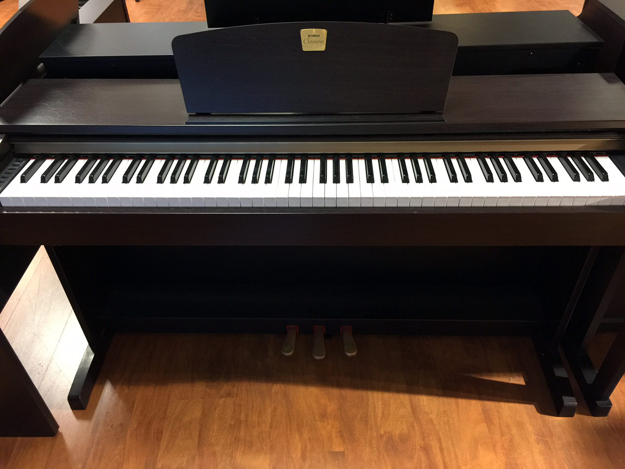 Used yamaha clavinova clp320 digital piano schmitt music for Used yamaha pianos for sale