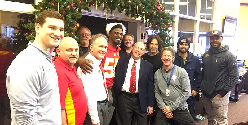 KC Chiefs linebacker Dee Ford plays a Steinway at Schmitt Music!