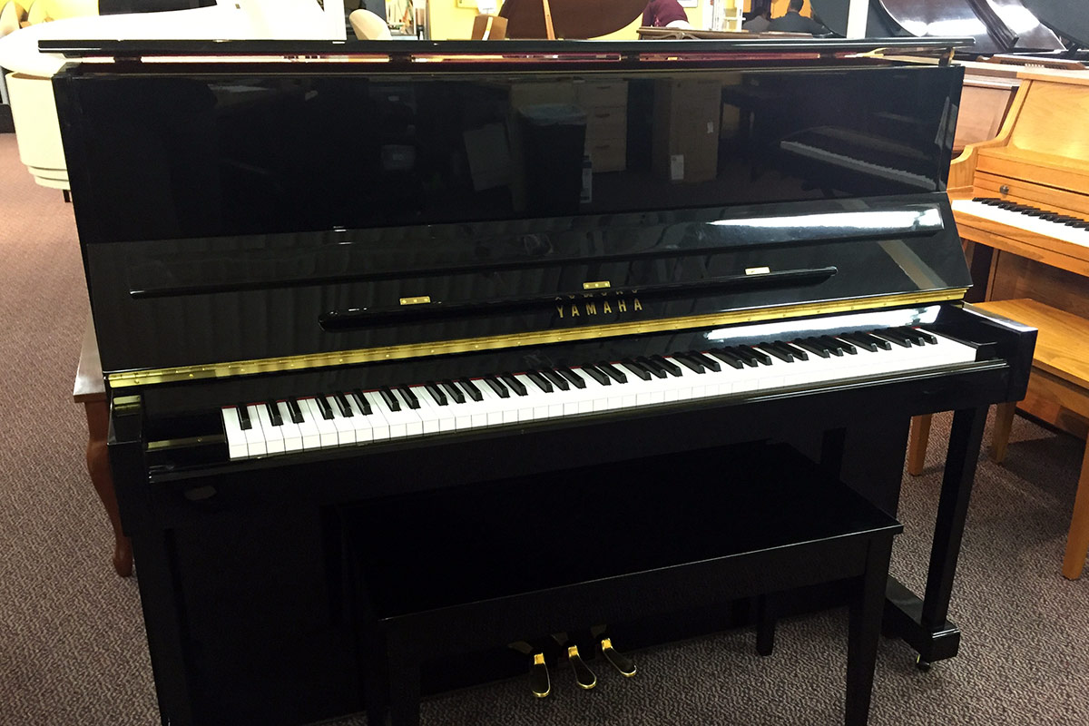 Used Yamaha T118 2010 Ebony Polish Upright Piano