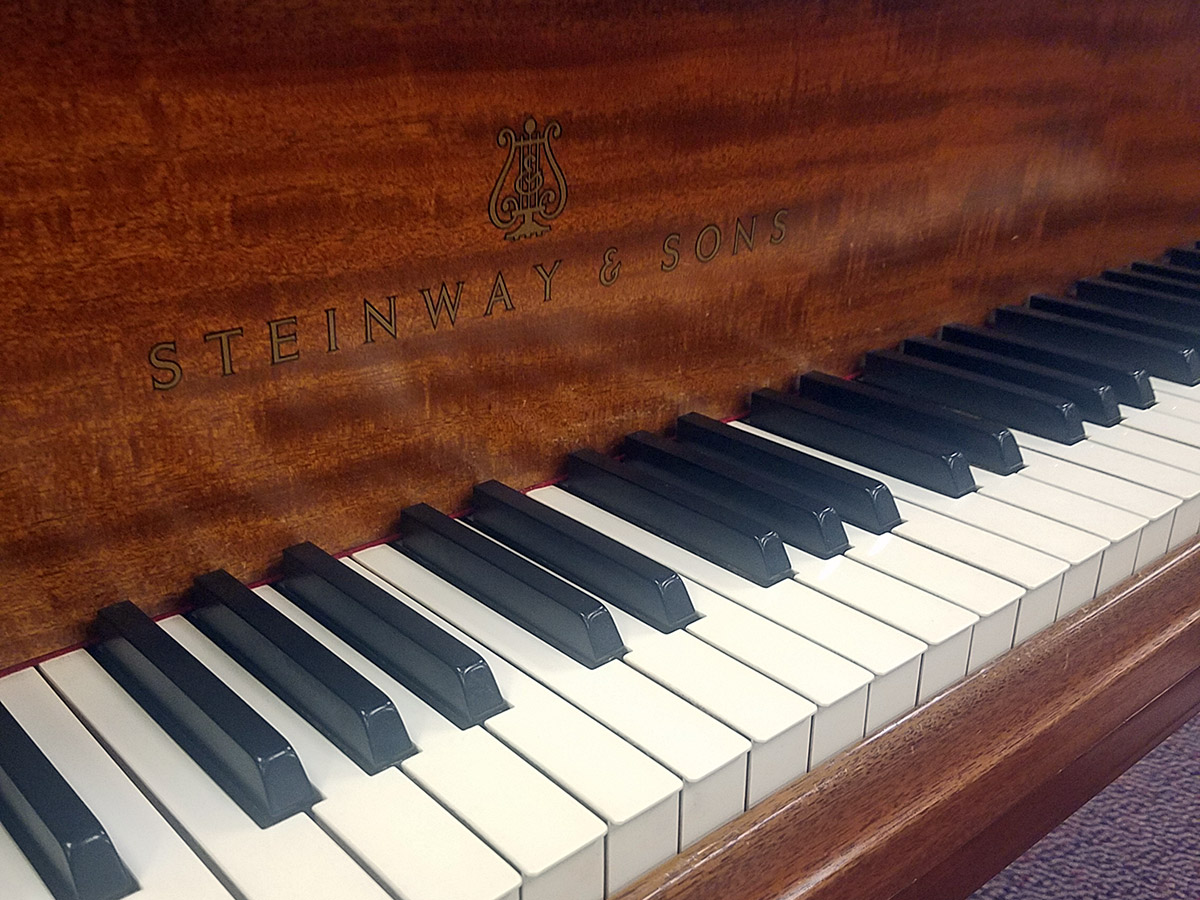 """Used Steinway Model M 5'7"""" Mahogany Satin Grand Piano"""