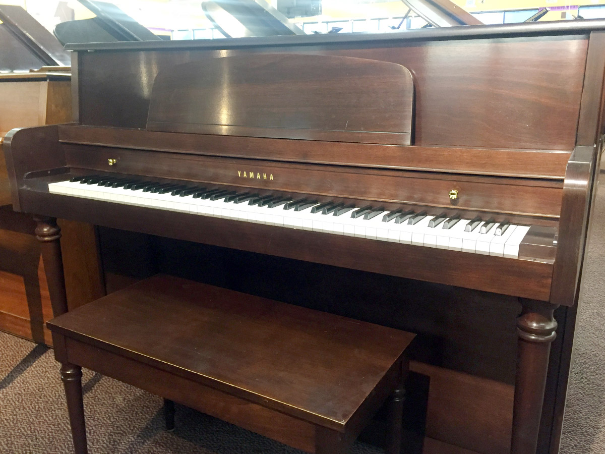 Used yamaha m425 2006 upright piano schmitt music for Used yamaha pianos for sale
