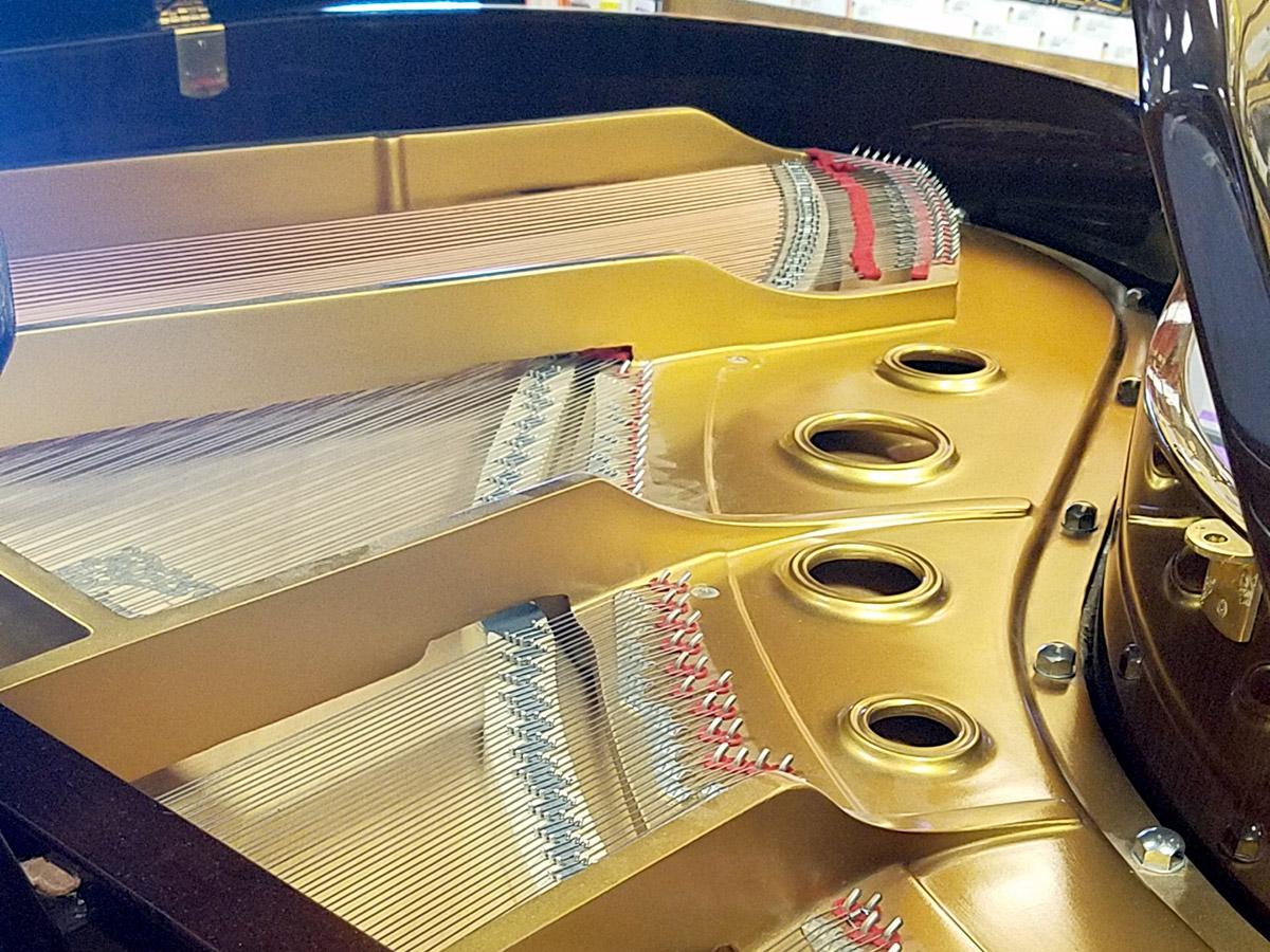 "Used Young Chang G175 5'9"" Walnut Polish Grand Piano"