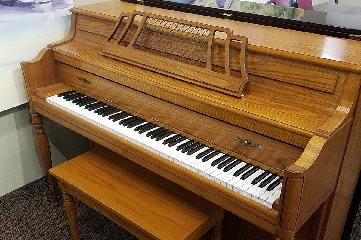 """Used Kawai 602 Oak Satin 43"""" Console Piano"""