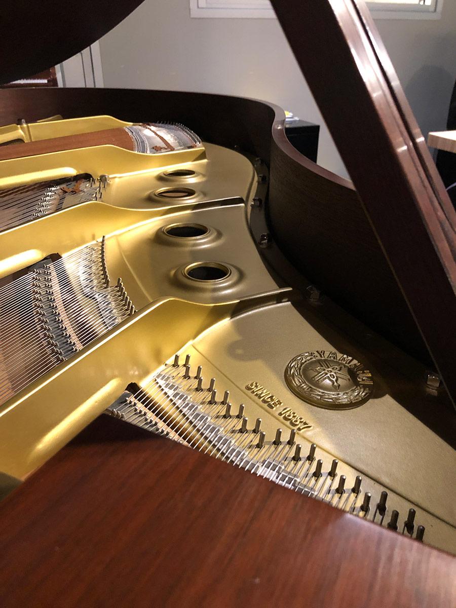 """Used Yamaha G2 5'8"""" Walnut Satin Grand Piano"""