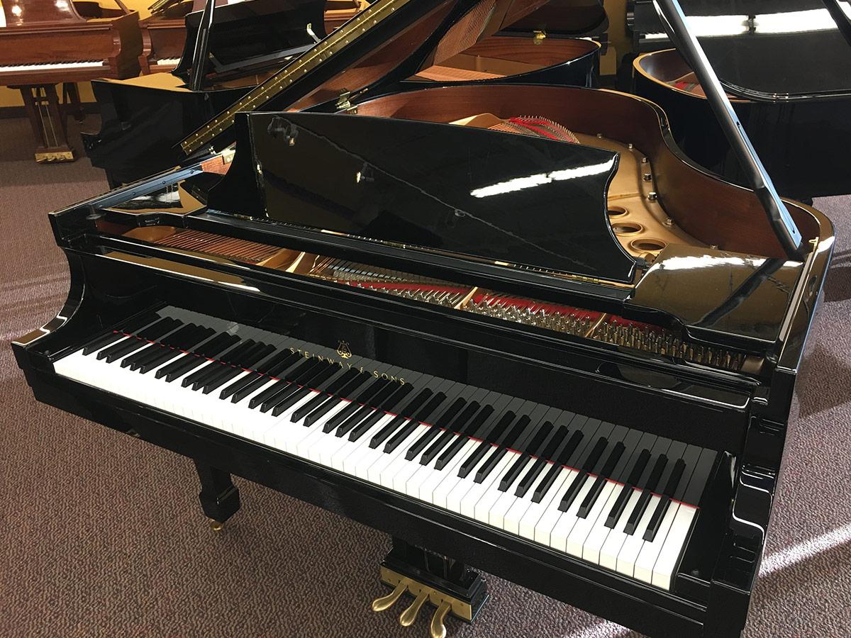 "Used Steinway M 5'7"" Ebony Polish Grand Piano"
